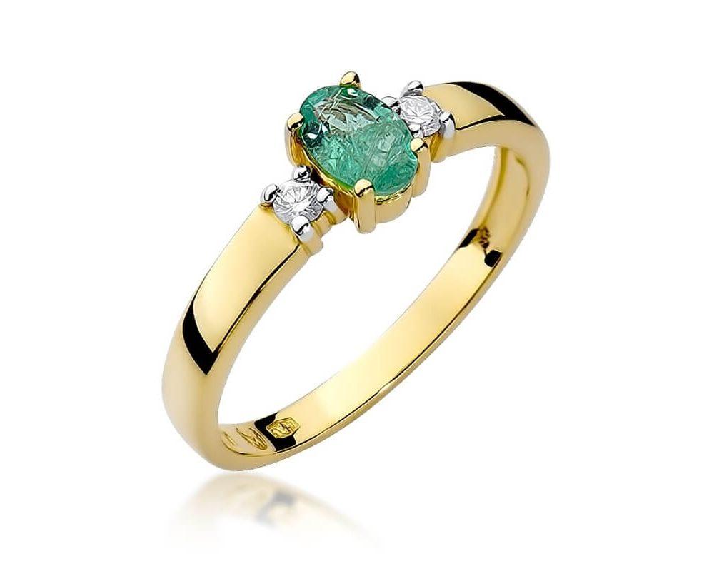 pierścionek zaręczynowy z szmaragdem